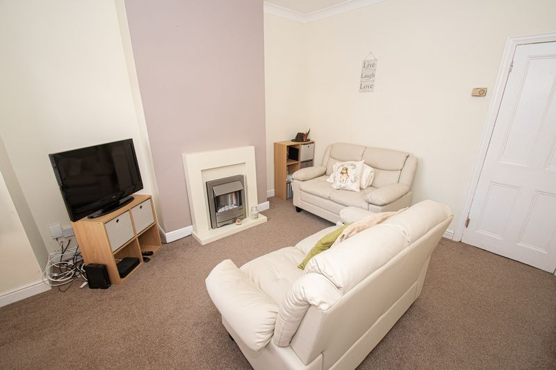 2 bed house for sale in Highfield Road  - Property Image 6