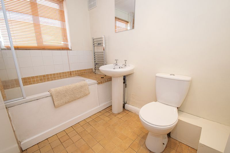 2 bed house for sale in Highfield Road 7