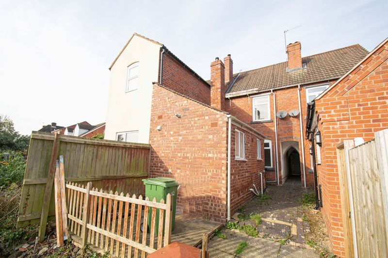 2 bed house for sale in Highfield Road 10