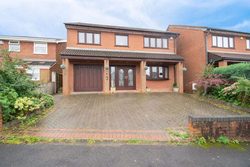 4 bed house for sale in Hill Top Avenue - Property Image 1