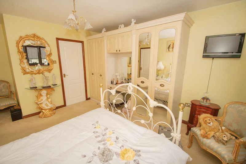 4 bed house for sale in Hill Top Avenue  - Property Image 12