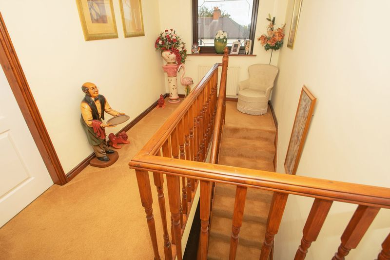 4 bed house for sale in Hill Top Avenue 9