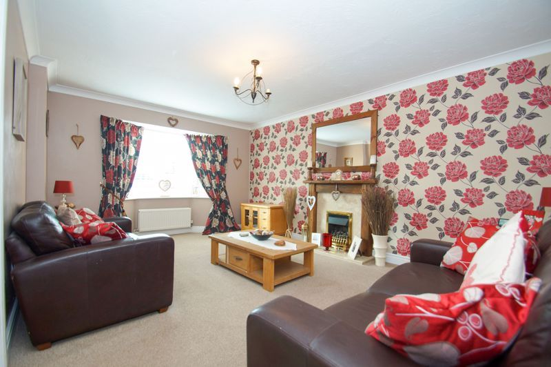 5 bed house for sale in Findon Close  - Property Image 2