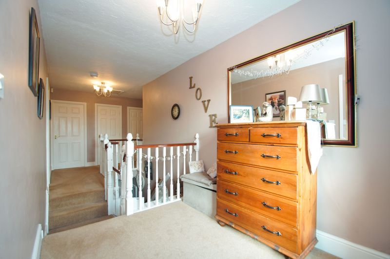 5 bed house for sale in Findon Close 12