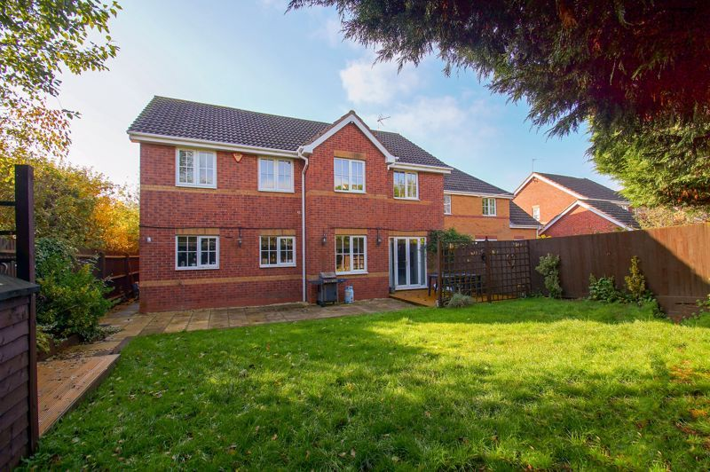 5 bed house for sale in Findon Close 3