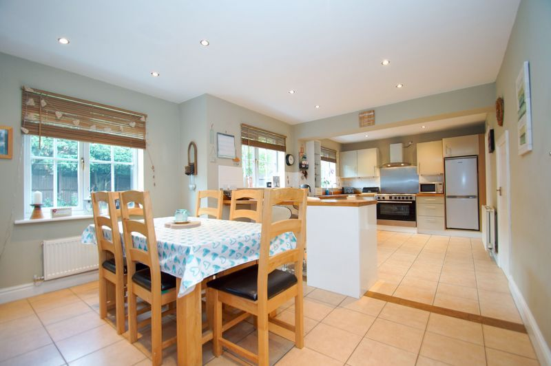5 bed house for sale in Findon Close 5
