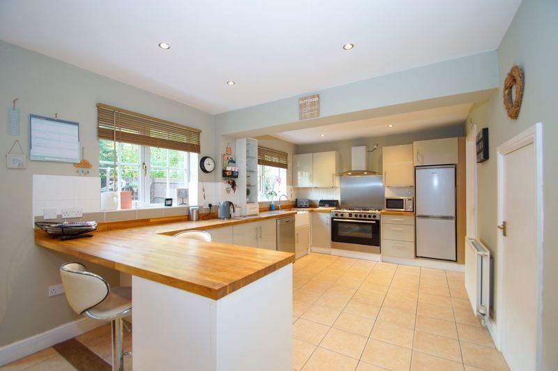 5 bed house for sale in Findon Close 7