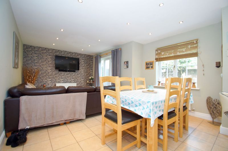5 bed house for sale in Findon Close  - Property Image 8