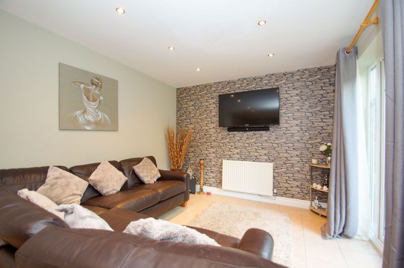 5 bed house for sale in Findon Close 9