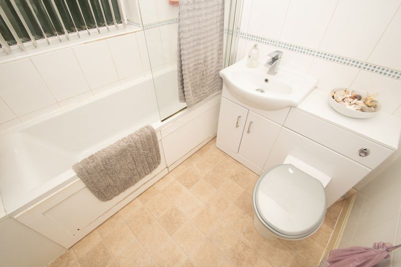 4 bed house for sale in Haden Park Road 11