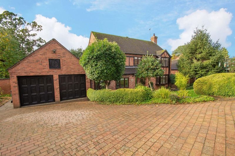 4 bed house for sale in Chesterton Close - Property Image 1