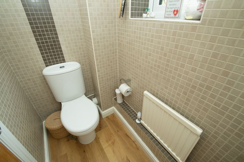 4 bed house for sale in Chesterton Close 12