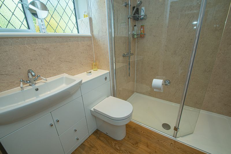 4 bed house for sale in Chesterton Close 15