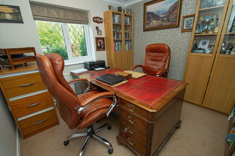 4 bed house for sale in Chesterton Close  - Property Image 17