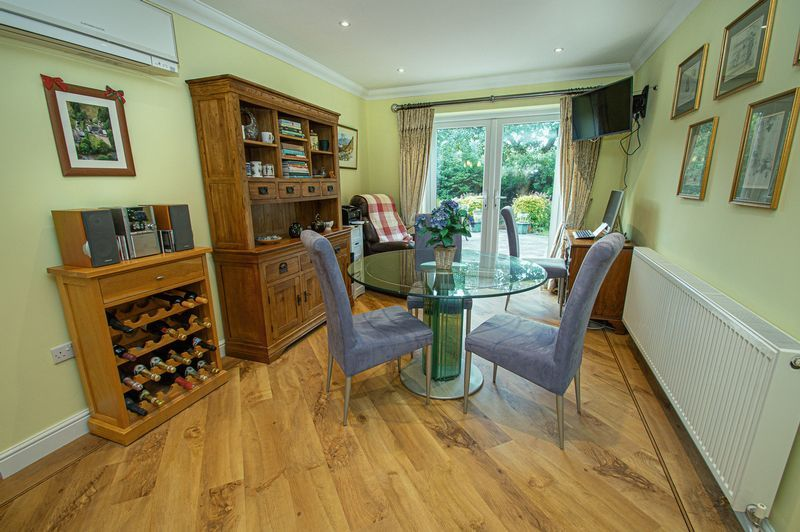 4 bed house for sale in Chesterton Close  - Property Image 4