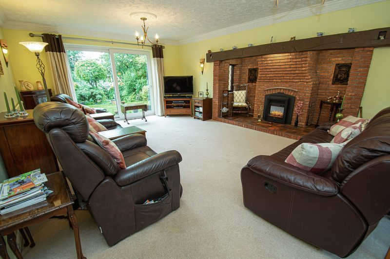 4 bed house for sale in Chesterton Close  - Property Image 5