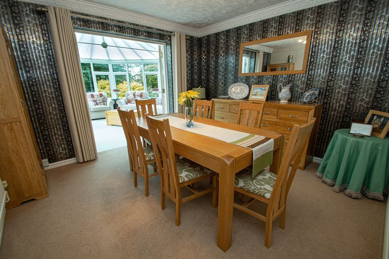 4 bed house for sale in Chesterton Close  - Property Image 7
