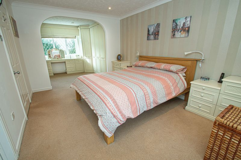 4 bed house for sale in Chesterton Close 10