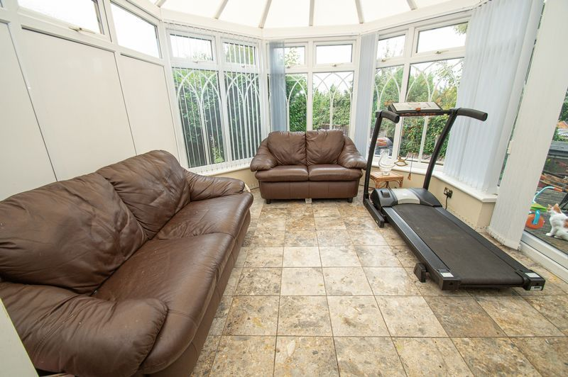3 bed house for sale in Huntingtree Road  - Property Image 3