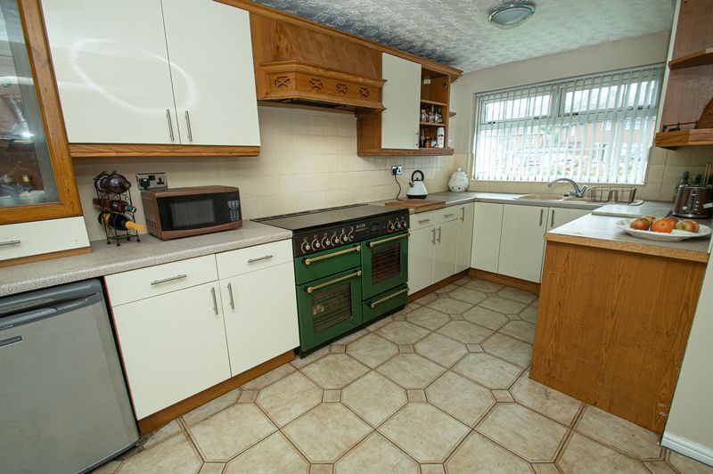 3 bed house for sale in Huntingtree Road  - Property Image 5