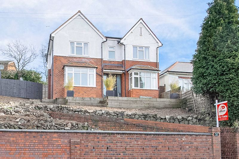 4 bed house for sale in Worcester Street 1