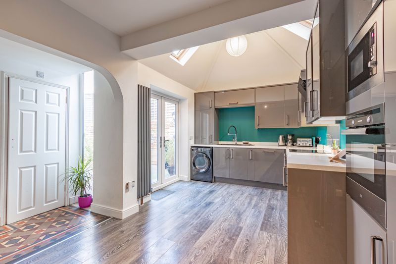 4 bed house for sale in Worcester Street  - Property Image 2