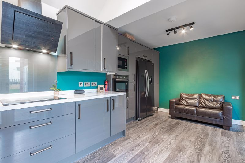 4 bed house for sale in Worcester Street 3