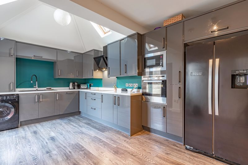 4 bed house for sale in Worcester Street 4