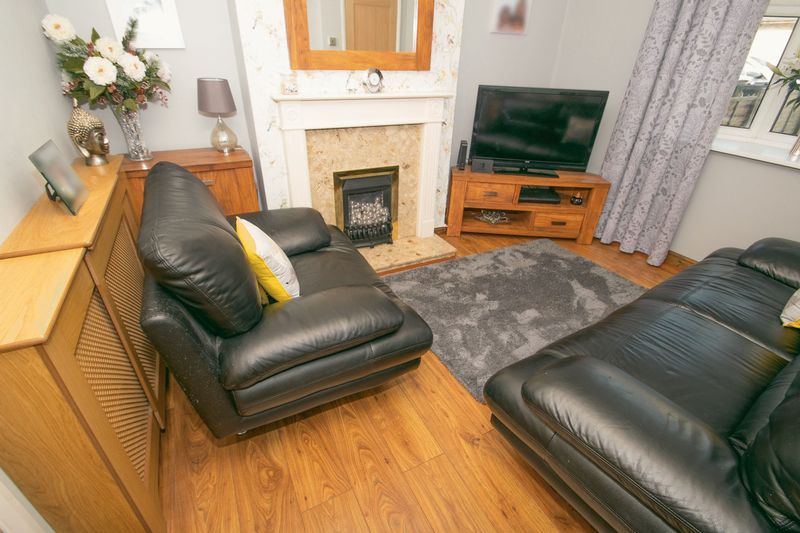 3 bed house for sale in Highfield Crescent 3