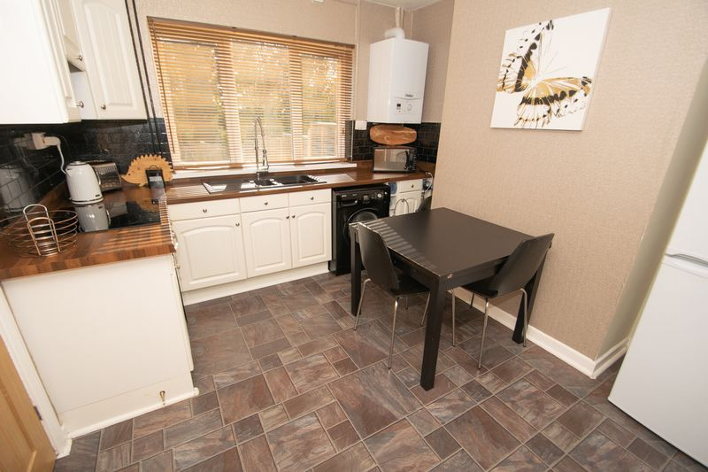 3 bed house for sale in Highfield Crescent 4