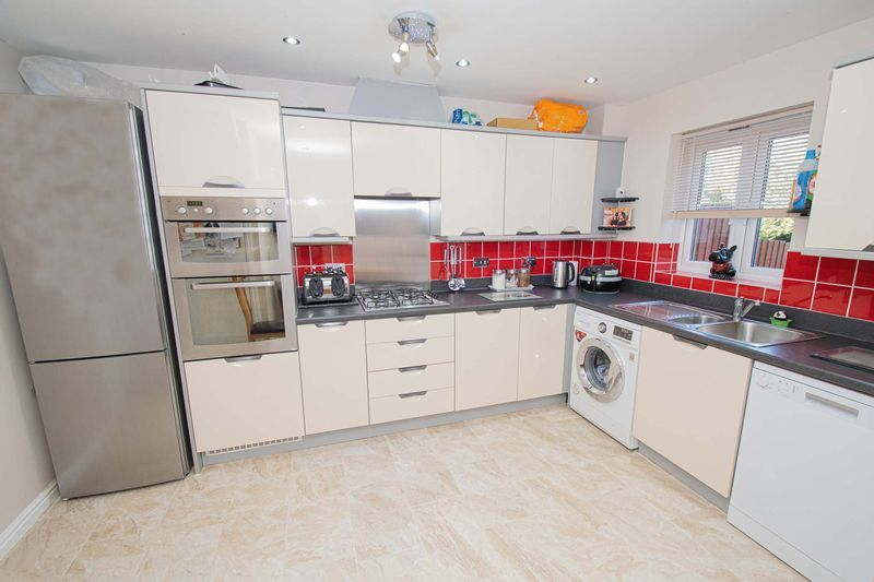 4 bed house for sale in Dixon Close 5