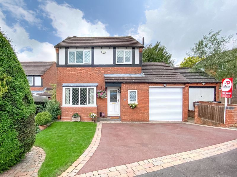 3 bed house for sale in Tythe Barn Close - Property Image 1