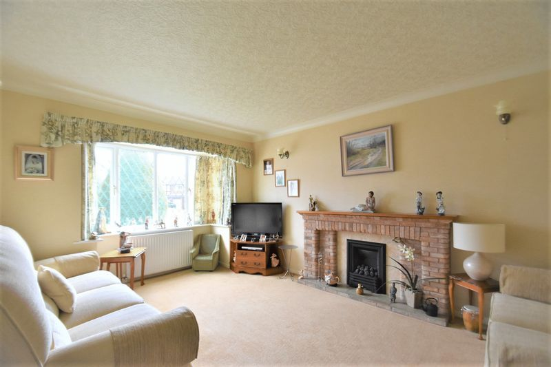 3 bed house for sale in Tythe Barn Close 2