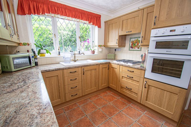 3 bed house for sale in Tythe Barn Close 6