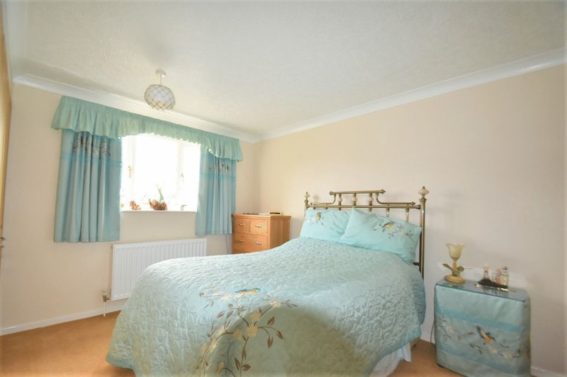 3 bed house for sale in Tythe Barn Close 8