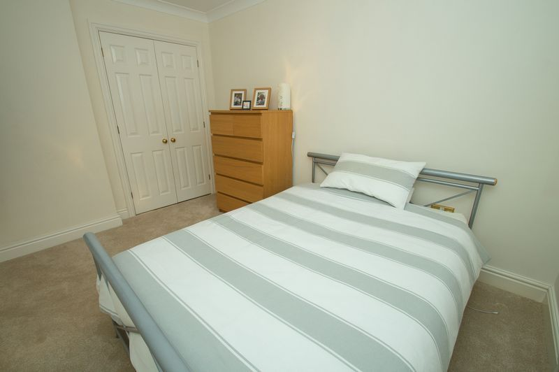 3 bed house for sale in Shakels Close 11