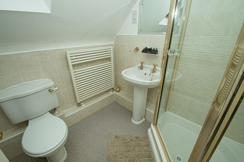 3 bed house for sale in Shakels Close 14
