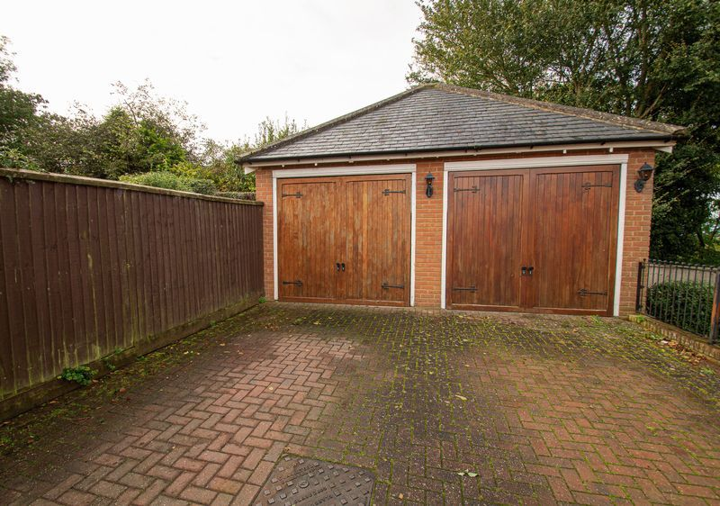 3 bed house for sale in Shakels Close 17