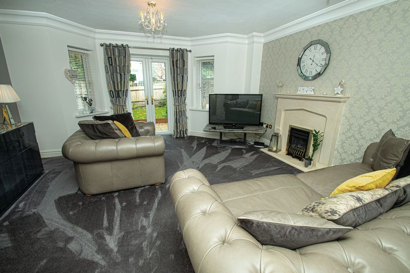 3 bed house for sale in Shakels Close 3