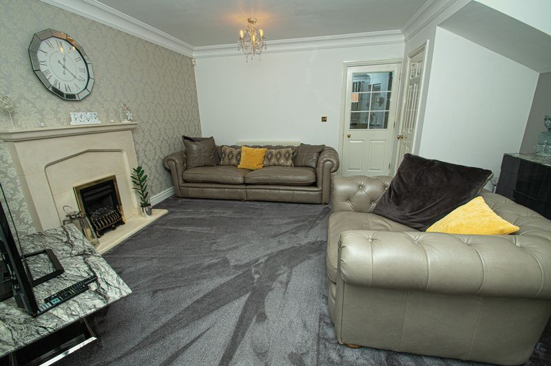 3 bed house for sale in Shakels Close 4