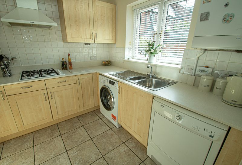 3 bed house for sale in Shakels Close  - Property Image 6