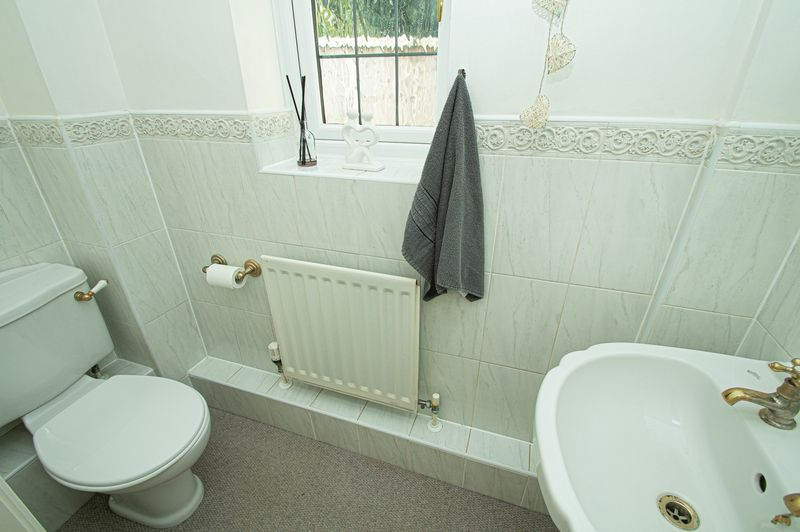 3 bed house for sale in Shakels Close 7