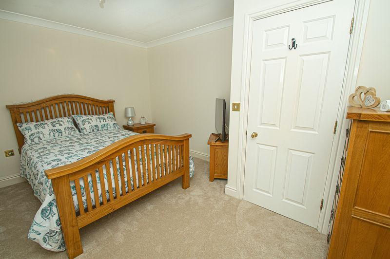 3 bed house for sale in Shakels Close 9