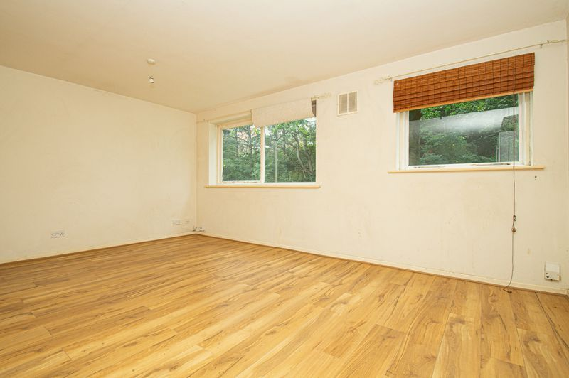1 bed flat for sale in Pebble Close  - Property Image 2
