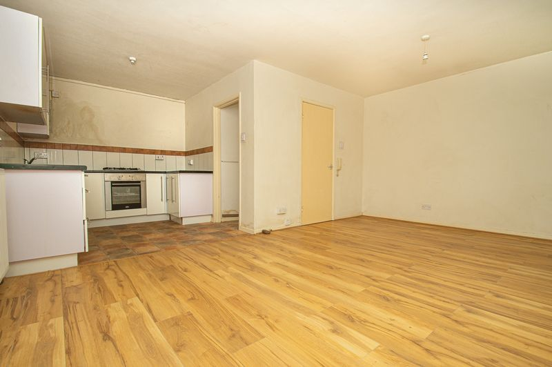 1 bed flat for sale in Pebble Close  - Property Image 4