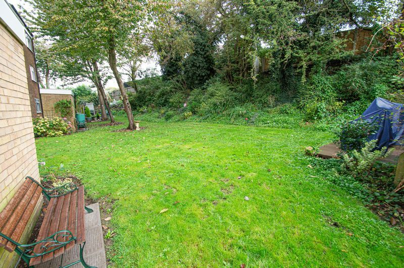 1 bed flat for sale in Pebble Close  - Property Image 8