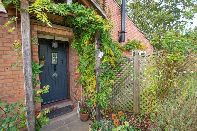 3 bed house for sale in Longhope Close 1