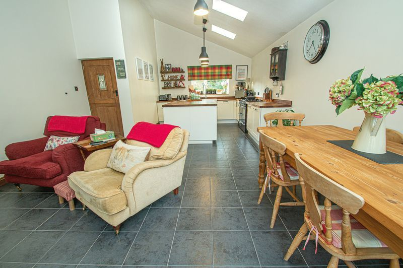 3 bed house for sale in Longhope Close  - Property Image 6