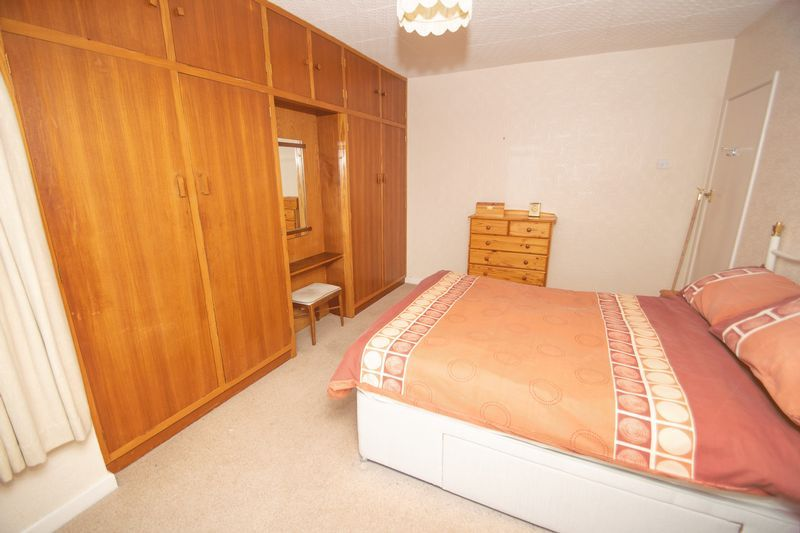 3 bed house for sale in Raddens Road 8
