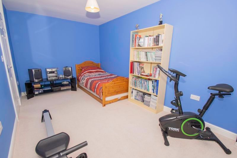 3 bed house for sale in Fernleigh Gardens 11